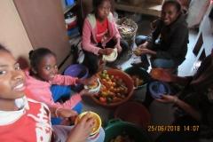 Preparazione di succo di frutta naturale coi mandarini